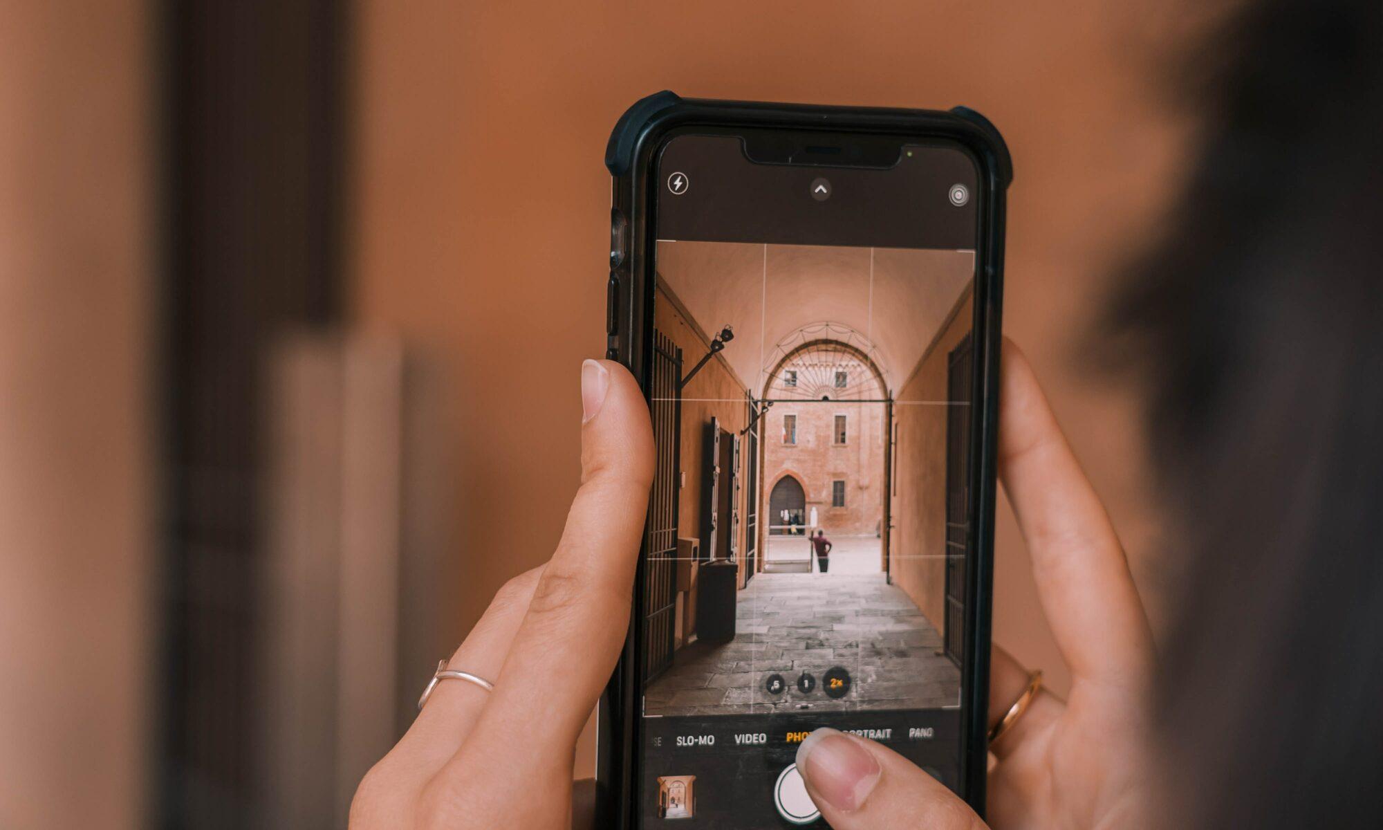 Ein Foto wird mit einer Handykamera gemacht