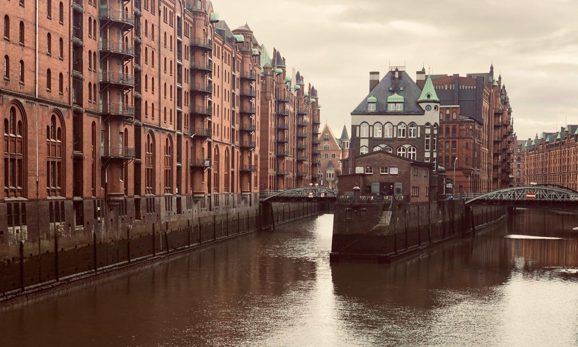Escape Game Hamburg Kanal mit Brücken